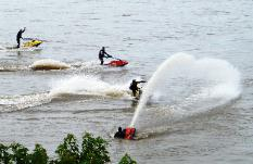 Jimmy Sweeney  winning Hyro-Turf Highest fountain at Memphis International Regatta | jet ski freestyle nationals